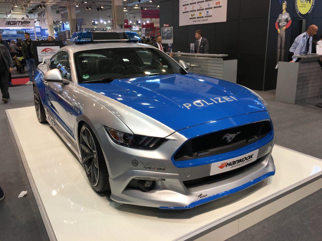 Mal abseits des Protokolls: Hätte schon was beeindruckendes, wenn die Polizei auf Ford Mustang umsteigen würde!