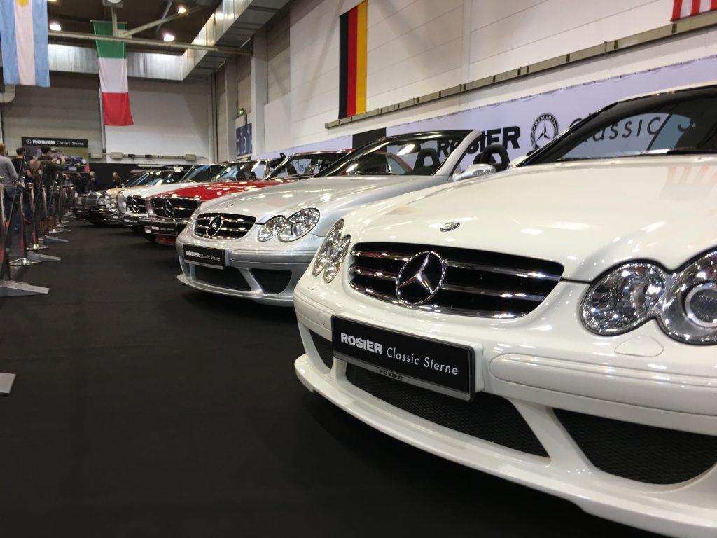 Klassische Mercedes-Cabrioléts im Generationenvergleich auf dem gelungenen Stand von Rosier Classic Sterne