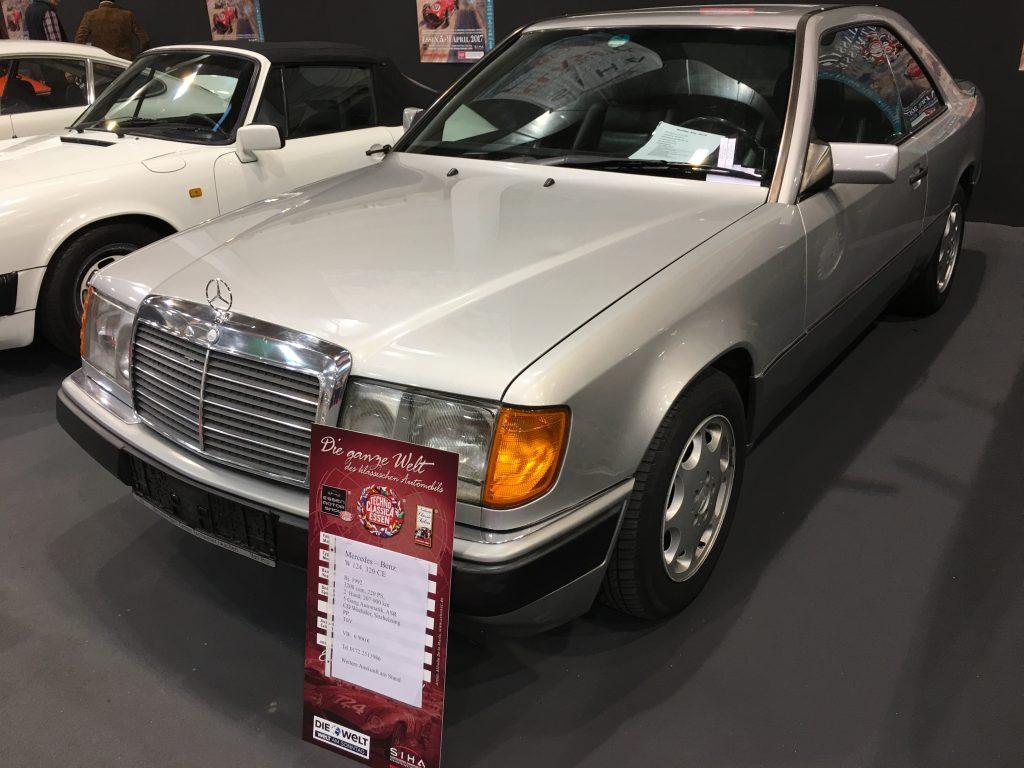 Ein klassischer Mercedes C124 - als 320 CE - der, gegenüber einem Preis von 6.900 Euro, optisch wirklich gut dastand!