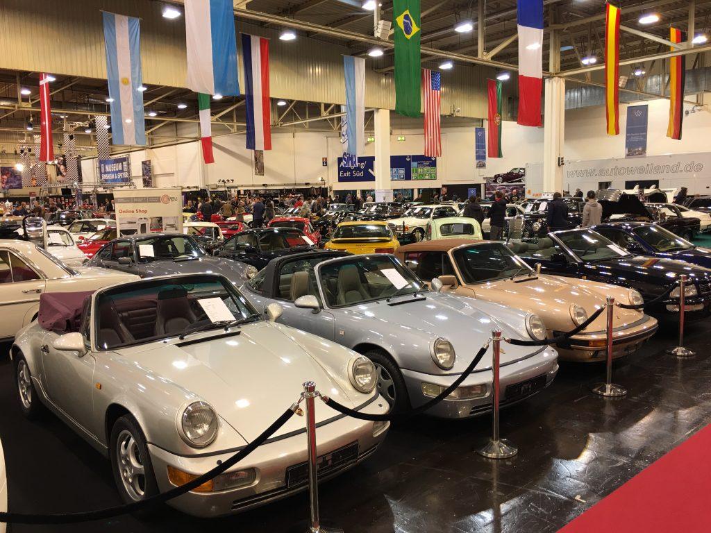 Die Youngtimer-Halle (Halle 1) der Essen Motor Show war dominiert von Mercedes und Porsche, aber es gab immer wieder auch exotischere Fahrzeuge zu sehen...