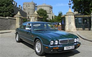 Daimler Super V8 LWB der Queen: Prominent auktionierter X308! (Bildquelle: HISTORICS AT BROOKLANDS)