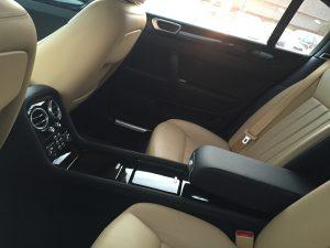 Platz und Luxus satt im Fond des Bentley