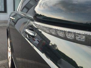 Auch ein Bentley ist nicht perfekt: Wassertropfen im Blinker